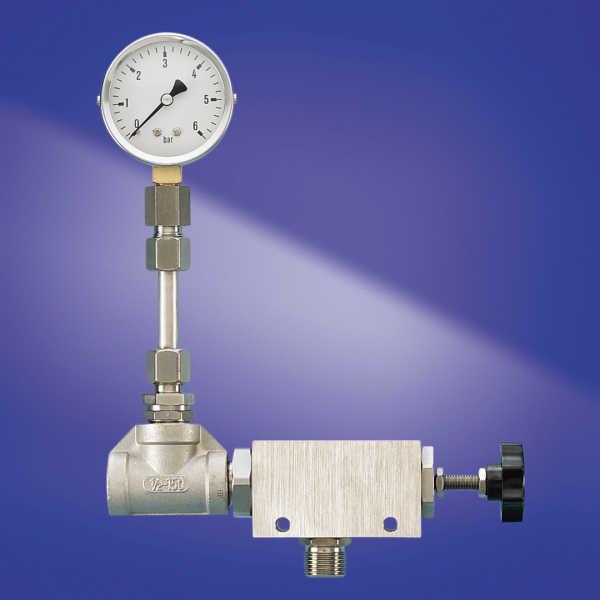 Materialrückdruckregler mit vorgeschalteter Manometer-Einheit