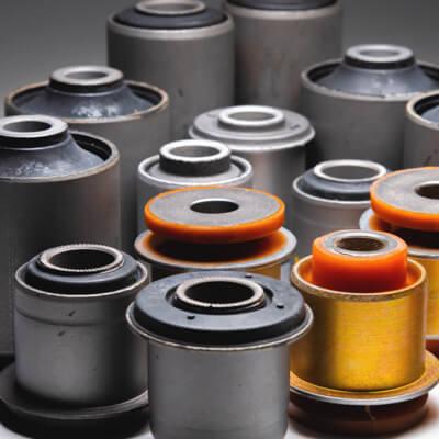 Pièces composites caoutchouc-métal